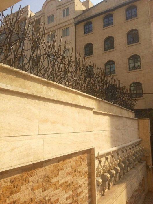 نرده رو دیوار شاخ گوزنی